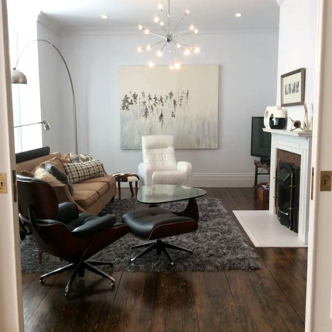 Heritage 3 BR downtown! Pool table! - Fredericton - Appartement