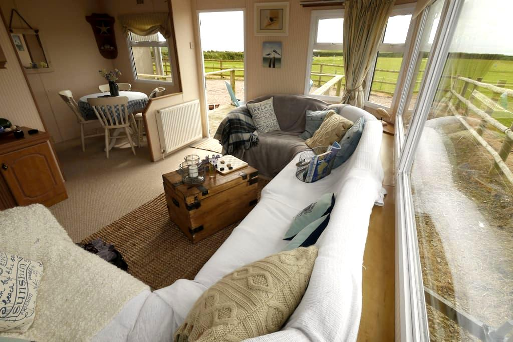 Little Puffins Caravan - Sleeps 4 - Hartland