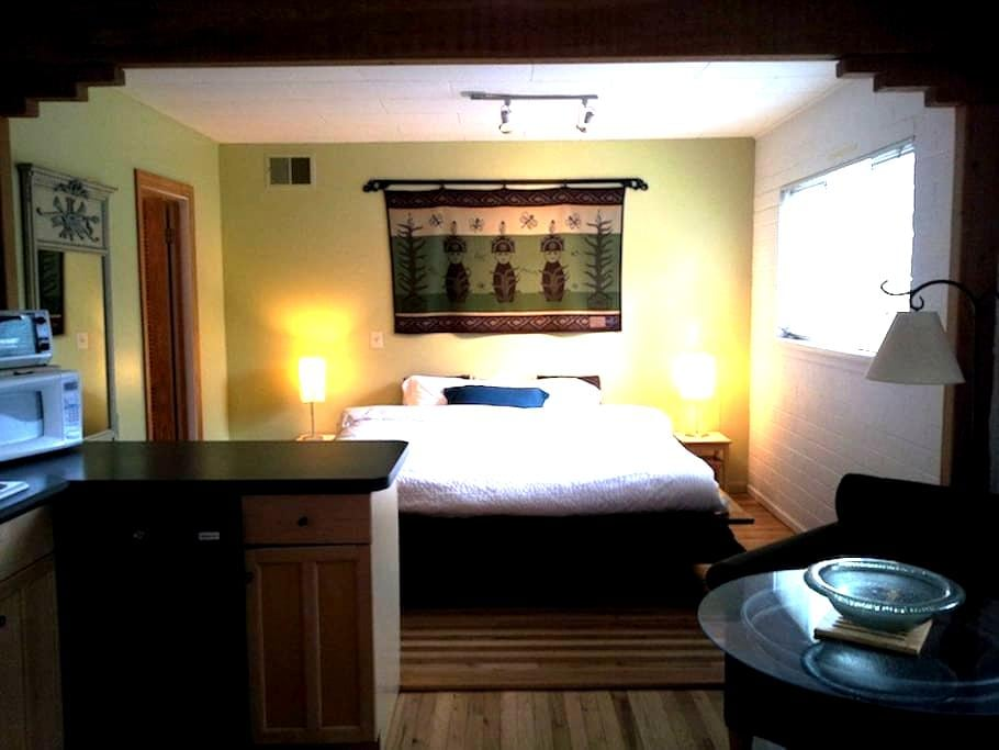 Uptown Zen Studio and Hot Tub - Sedona - House