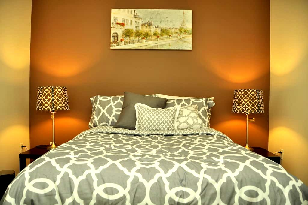 Modern Room in Contemporary House - Lynnwood - Dom