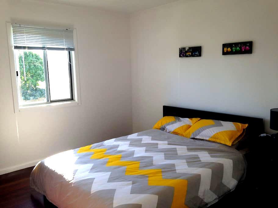 Queen room in retro beach house - Scarness - 独立屋