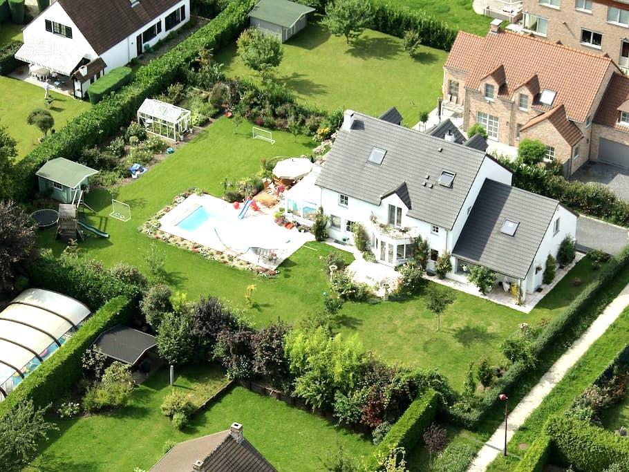 Beautiful villa w swimming pool and large garden - La Hulpe - Casa