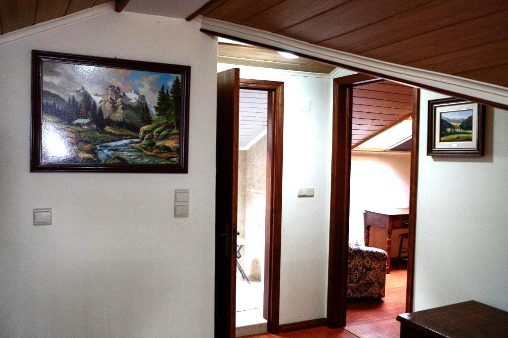 Private room  -> PRIVATE BATHROOM - Povoacao - Bed & Breakfast