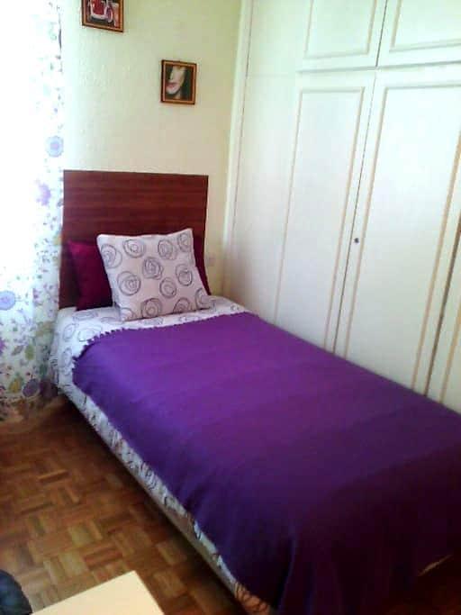2 Single room in Triana. - Sevilla - Appartement