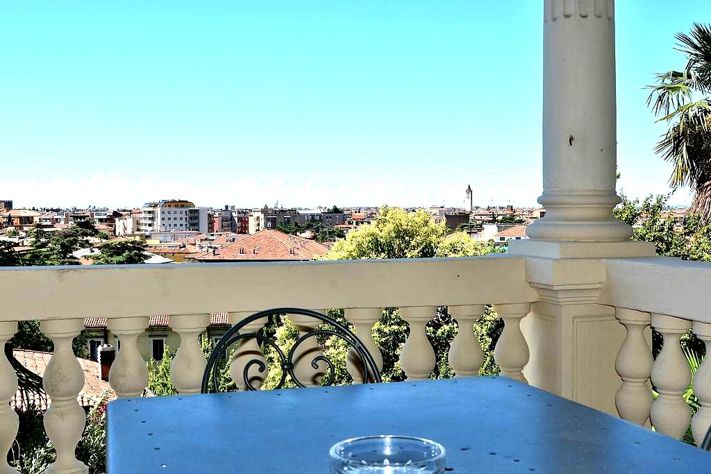 Villa Liberty - 6 sleeps, few steps to downtown - Verona - Apartemen