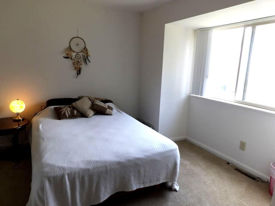Large Room in Great Location! - Lancaster - House