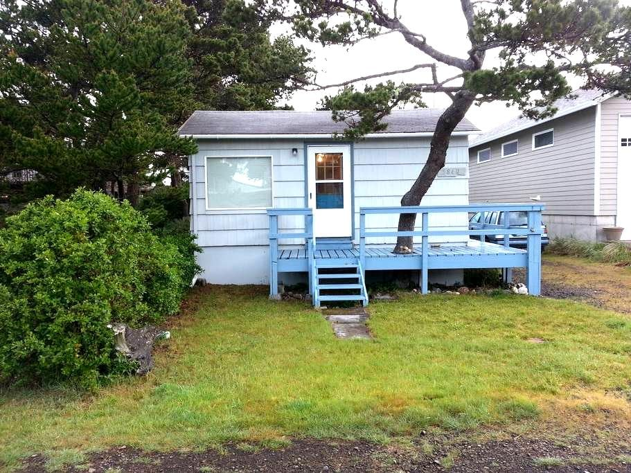 Steps to the beach: Dory's Cottage - Pacific City - House