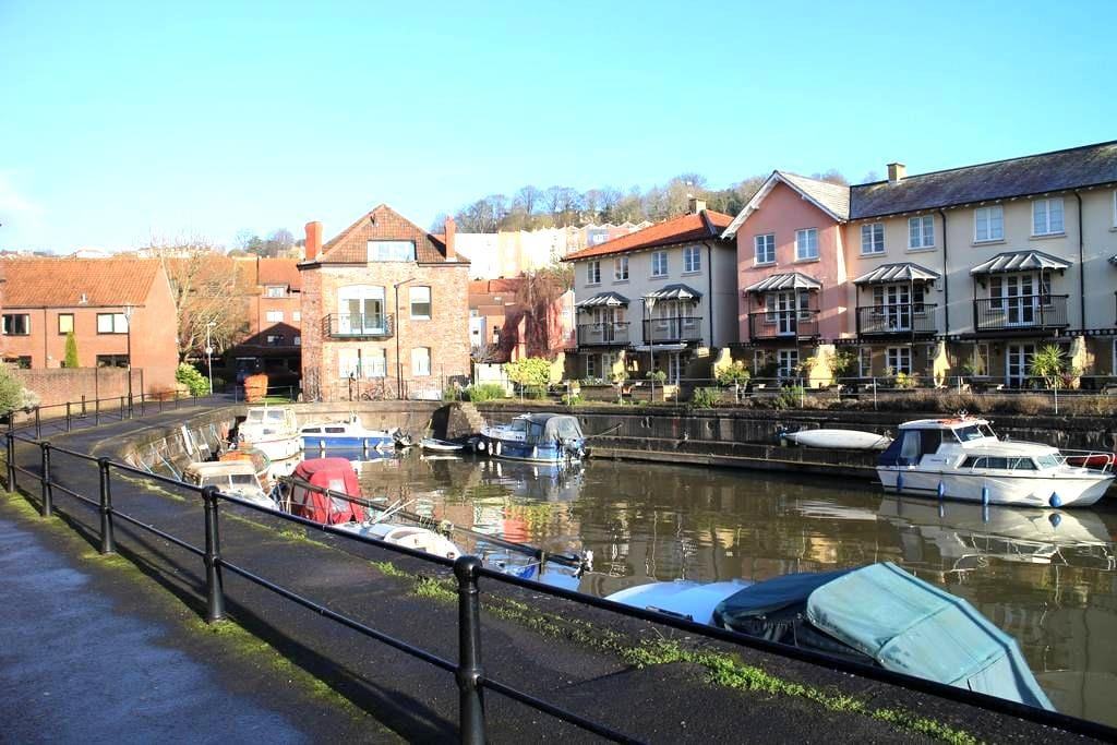 Harbourside Getaway in City Centre with parking - Bristol - Leilighet