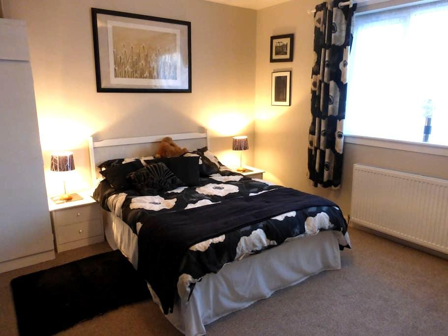 Large Comfortable Double Room in Fife Bungalow - Rosyth - Bungalow