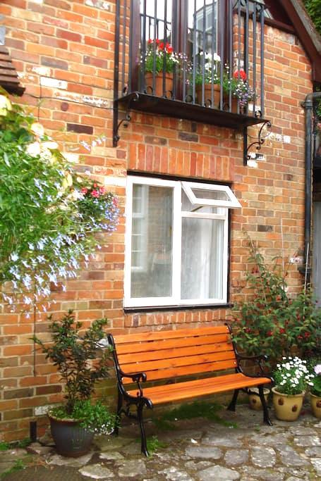 Character mews house near Quay - Lymington