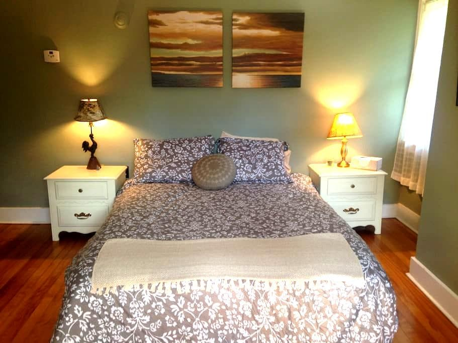 Sage Room -  Queen Bed. - Saranac Lake - House