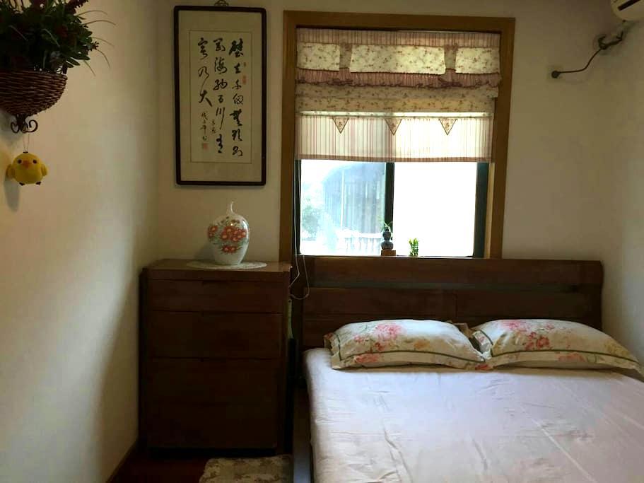 宽敞舒适的传统装修洋房,位于市中心,紧临瘦西湖,宋夹城等各大景点 - 扬州