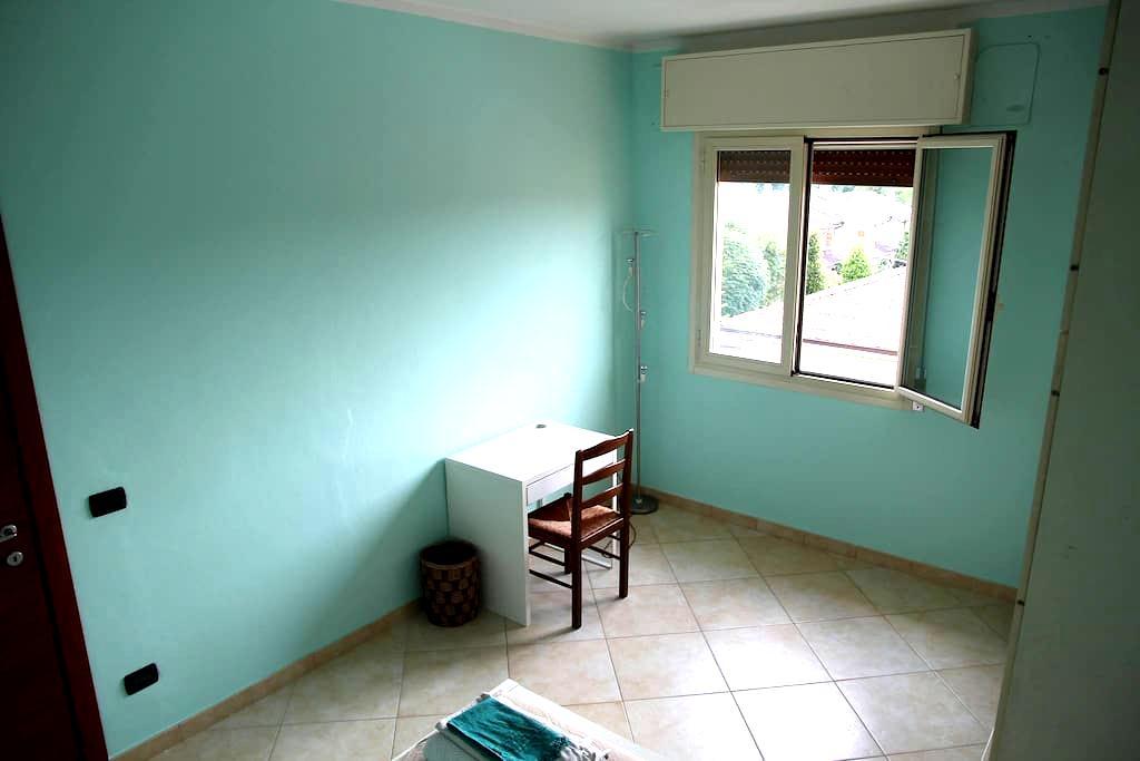 Luminosa stanza vicino a policlinico e università - Modena - Apartamento