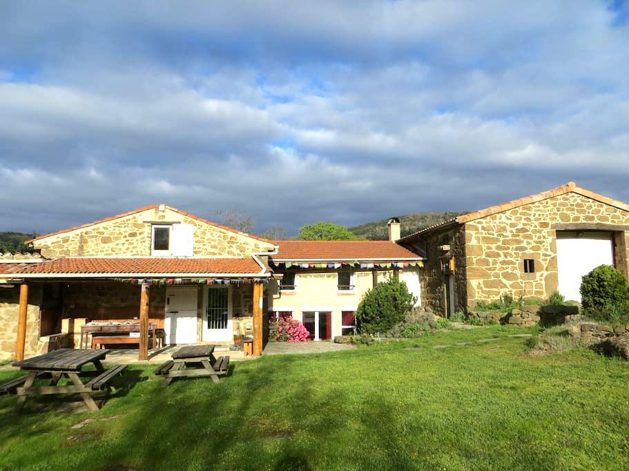 Chambre+ salle de bain privées en Ardèche verte - Preaux