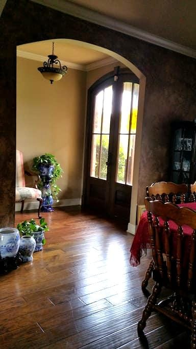 Beautiful Setting great for Travelers your welcome - Alexandria - Casa