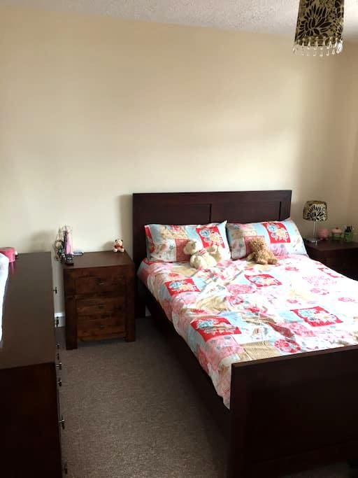 Brand New Double Room with Parking - Moira - Casa