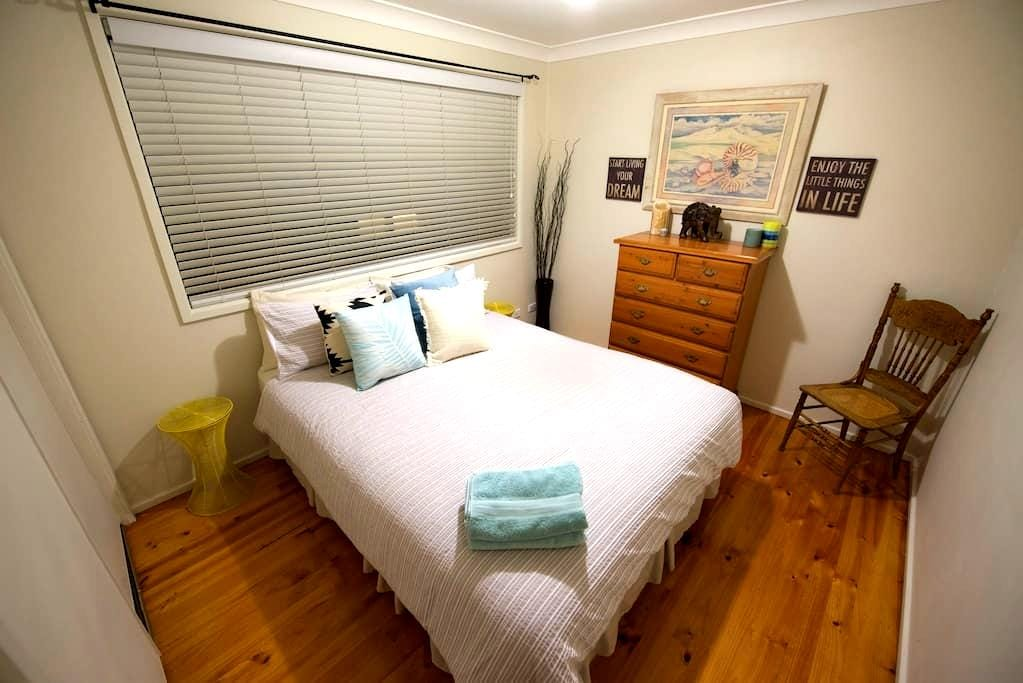 Private room with wifi, pool access and more! - Werrington Downs - Hus