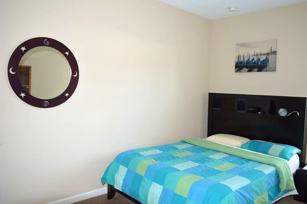 Pvt room in centrally located home! - St. Augustine - Hus