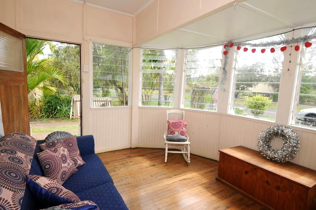 "Yandina ""Railway Cottage"" - Yandina - Bed & Breakfast"