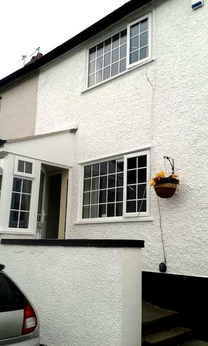Conwy cosy cottage sleeps 4 + cot - Conwy - House