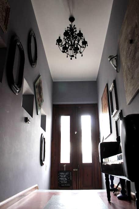 Remus-Art Hostel   room *Moods* - Colonia Del Sacramento - Bed & Breakfast
