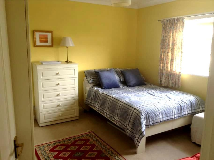 Large double room  - Horsforth - House