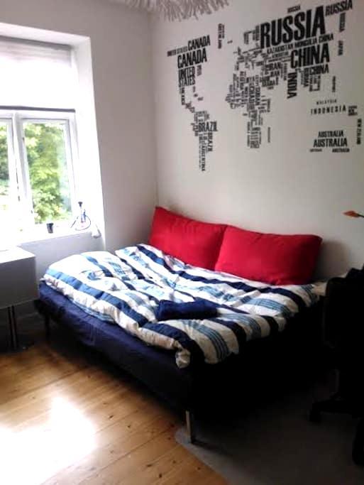 Lyst og rummeligt værelse! - Aarhus - Apartment
