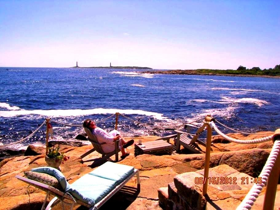 Ocean Front  3 or 2 BR house- Eden Roc by the Sea - Rockport - 独立屋