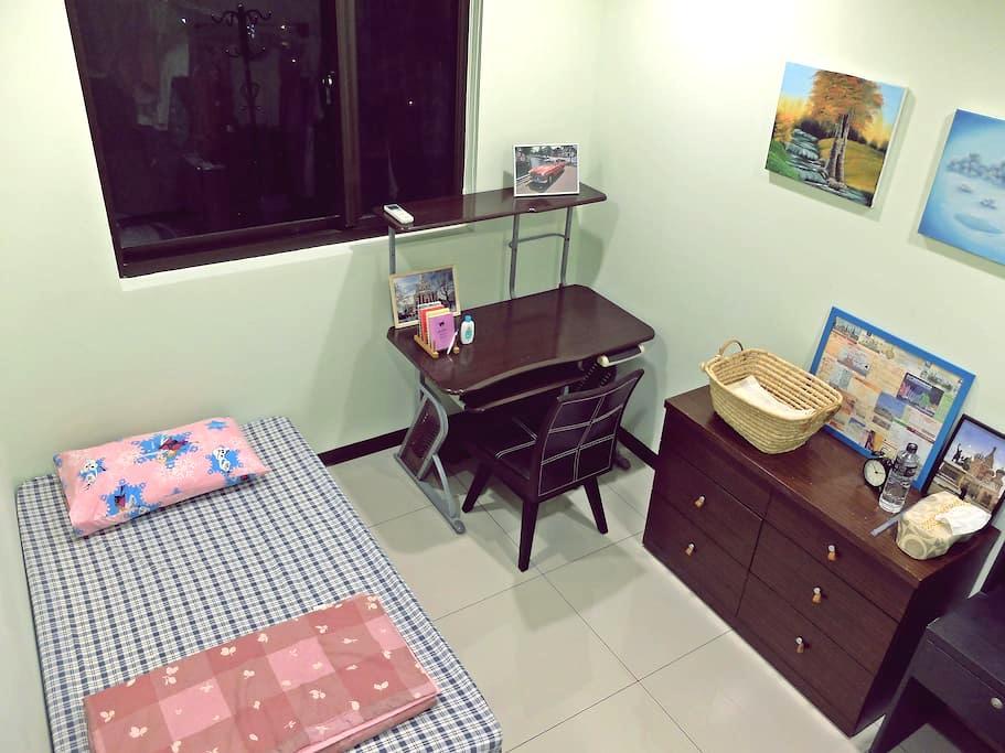 桃園,近機場,巿區與夜市.早晚班機適合.簡單舒適.Private room nr airport - Taoyuan District