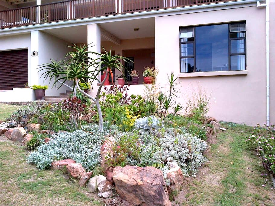 Stopover in a tranquil garden setting - Port Alfred - Casa