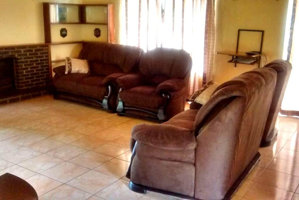 Short stay holiday home - Harare - Hus