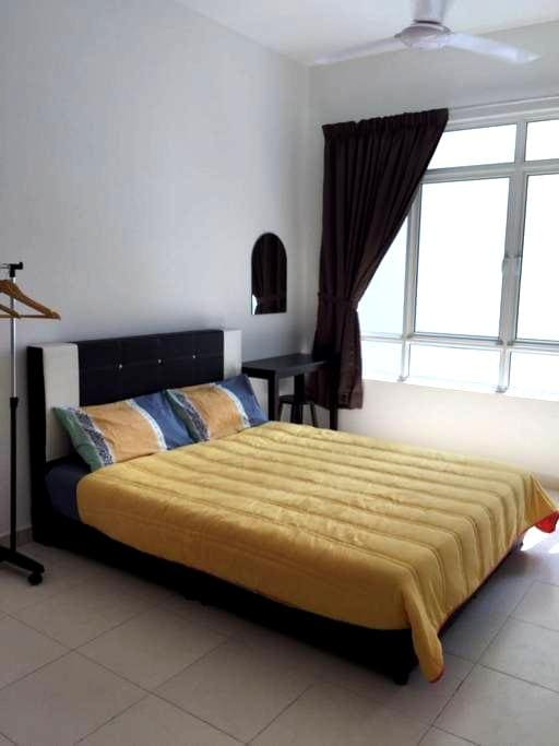 Arena Residence 3BR & 2 Baths 4 Bed and wifi - Bayan Lepas - Selveierleilighet