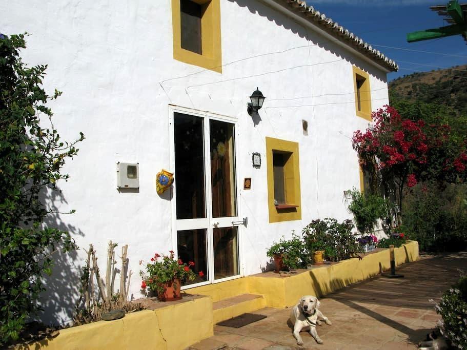 Rural bedroom in Malaga - Casabermeja - บ้าน