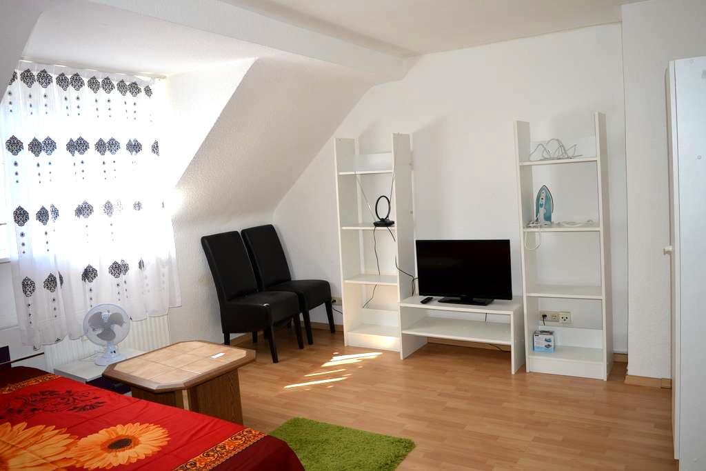 Zimmer nähe HBF/Central Station - Duisburg - Apartment