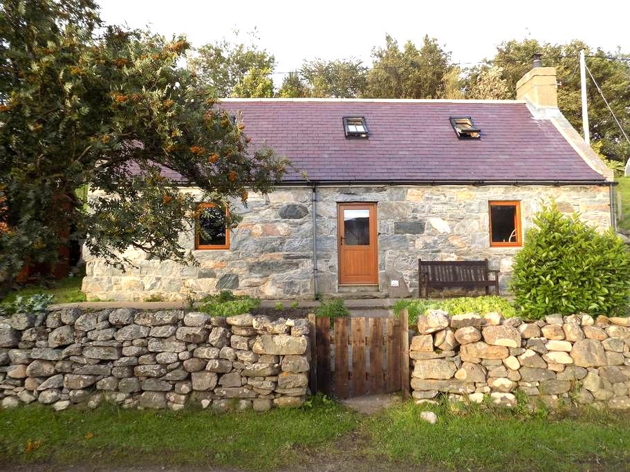 A Small Traditional Croft House - Skerray - Casa