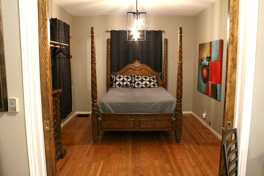 Upscale apartment in Walkerville - Windsor - Apartment