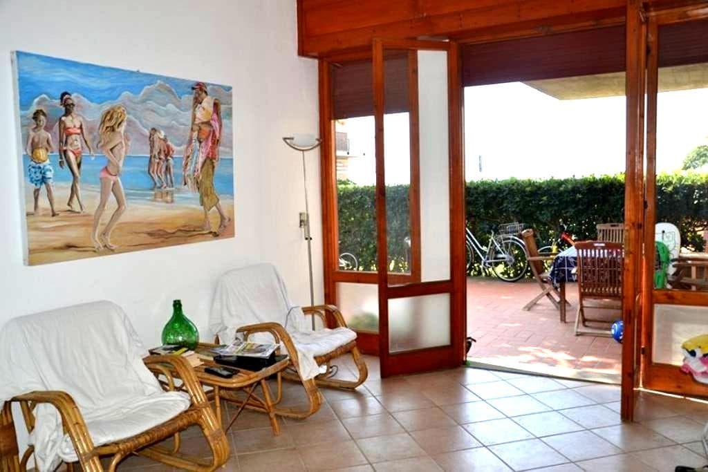 Casa con giardino di fronte al mare - Castiglione della Pescaia