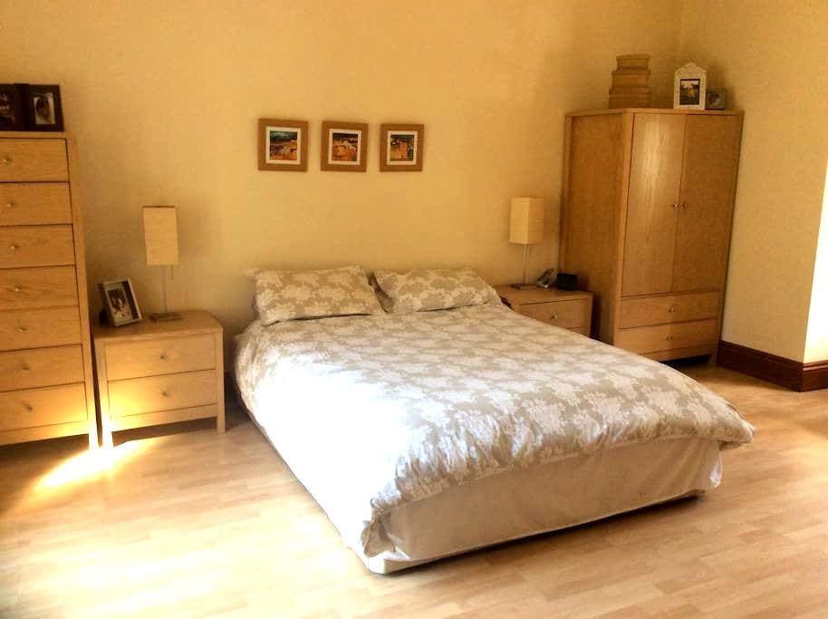 Althorne - quiet, country location 1 double room - Althorne - House