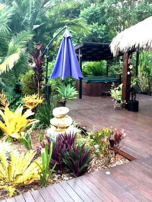 Resort Style Rainforest Setting with Spa - Maroochy River - Ev