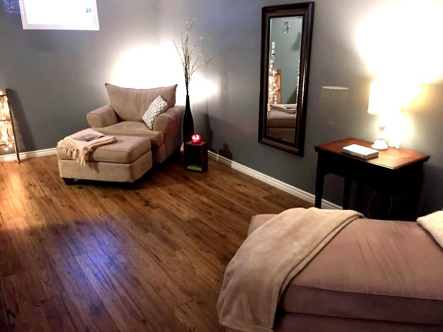 One bedroom in-law suite - Kingston - Rumah