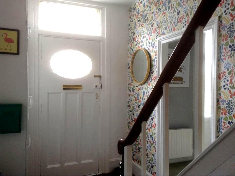Spacious room in welcoming home. - North Shields