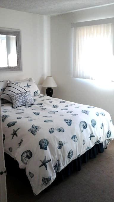 Cozy room 10 blocks from beach - Redondo Beach - Apartemen