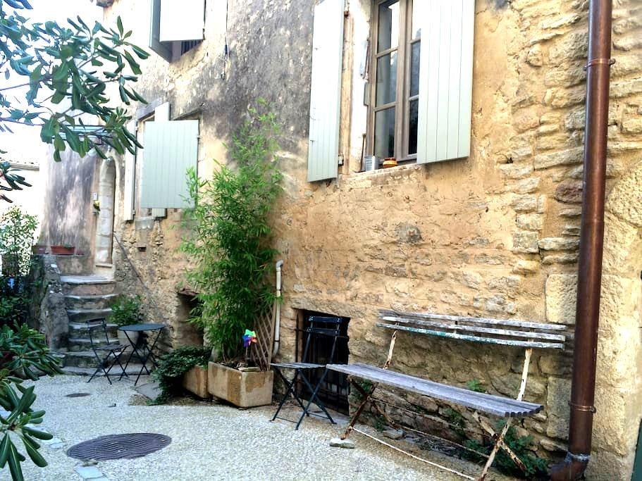 Charmante maison de village  - Goult - Casa