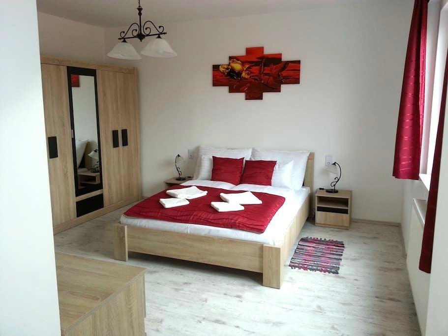 Downtown Apartman Red Miskolc - Miskolc - Appartement