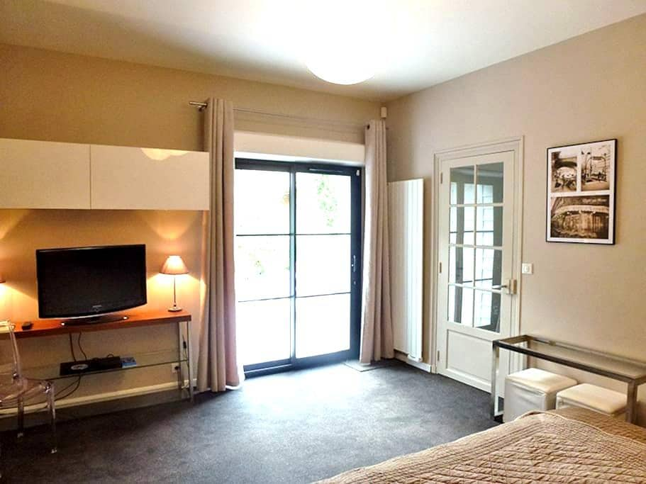 Cosy private suite with bathroom - Samois-sur-Seine - Villa