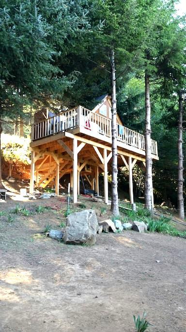 The Bluebird House - Gold Beach