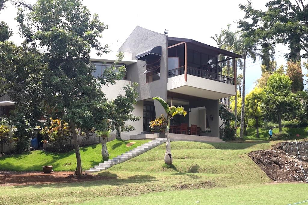 Luxurious privacy villa klub bunga - Batu