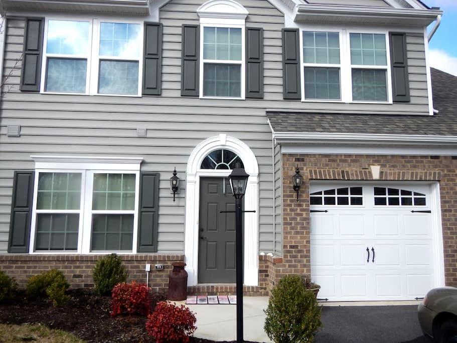 Villa Home II in Quiet Neighborhood - Mechanicsville - 独立屋