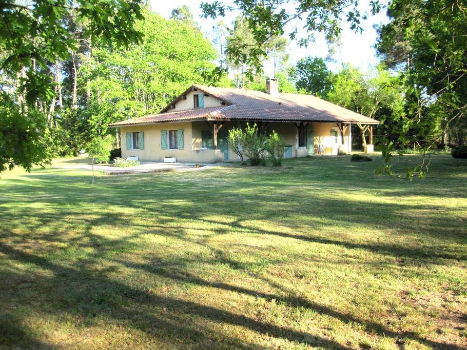 Maison de famille en pleine nature - Sabres - House