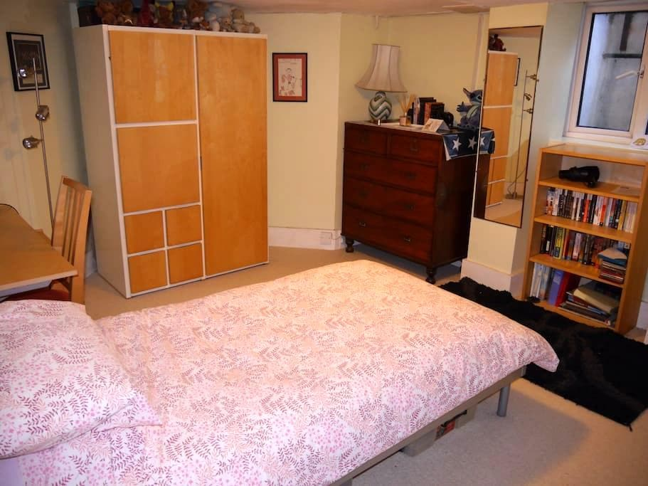 Off Road Parking, Great location 4 Uni, Town & TVP - Reading - Hus